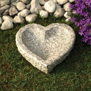 Hjerteformet fuglebad i granit
