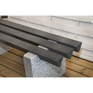 Unik bænk i massiv granit
