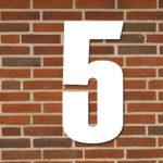 hvid husnummer #5
