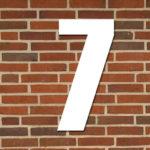 hvid husnummer #7