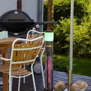 Festlig terrassevarmer med lys og højtaler
