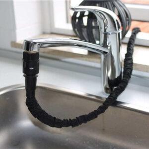 Flex vandslange tilkoblet vandhane i køkken