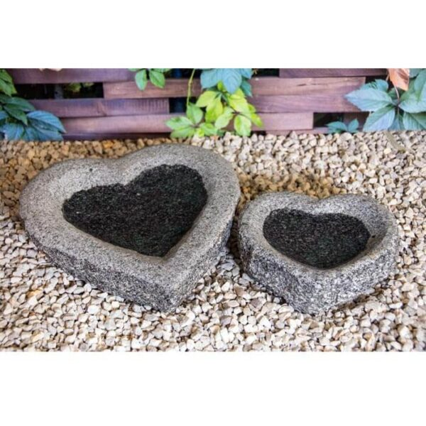 hjerteformede fuglebade i grå granit
